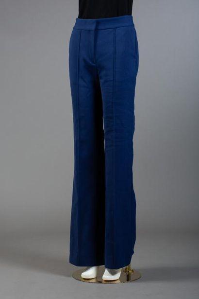 * Taille 0, Ensemble comprenant:  -Pantalon...