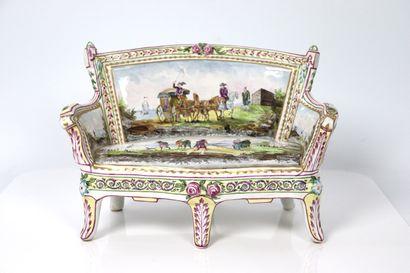 Canapé miniature en faïence polychrome à...