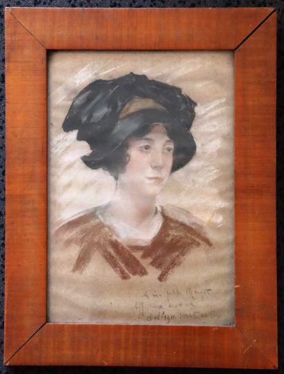 Ecole française, 1911.  Portrait de femme...