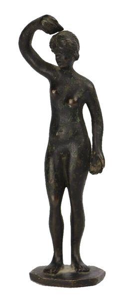 Vénus au bain.  Petit bronze ancien à patine...
