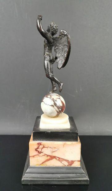 ITALIE.  Bronze à patine brune antique figurant...
