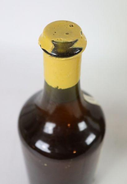 CHATEAU D'ARLAY.  VIN JAUNE.  Millésime : 2001.  2 bouteilles