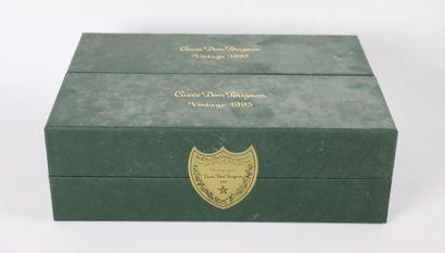 CHAMPAGNE BRUT DOM PERIGNON.  Millésime : 1995.  2 bouteilles, en coffrets scel...