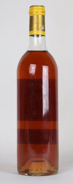 CHATEAU YQUEM.  Millésime : 1982.  1 bouteille, capsule légèrement piquée