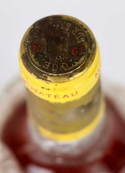 CHATEAU YQUEM.  Millésime : 1984.  1 bouteille, e.t.a., b.g.
