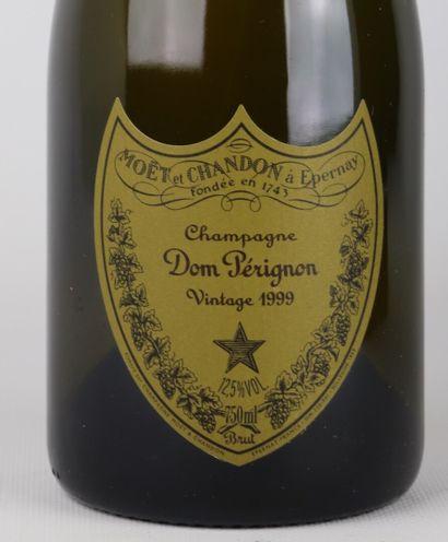 CHAMPAGNE BRUT DOM PERIGNON.  Millésime : 1999.  1 bouteille.  Dans son coffret...