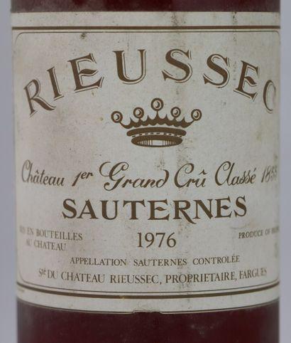 CHATEAU RIEUSSEC.  Millésime : 1976.  1 bouteille, e.l.s.