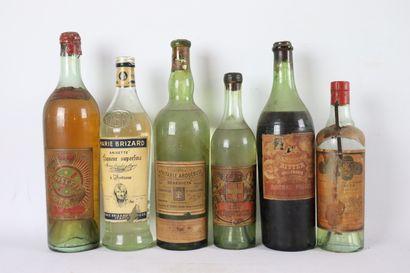 Réunion de six bouteilles de liqueurs et...