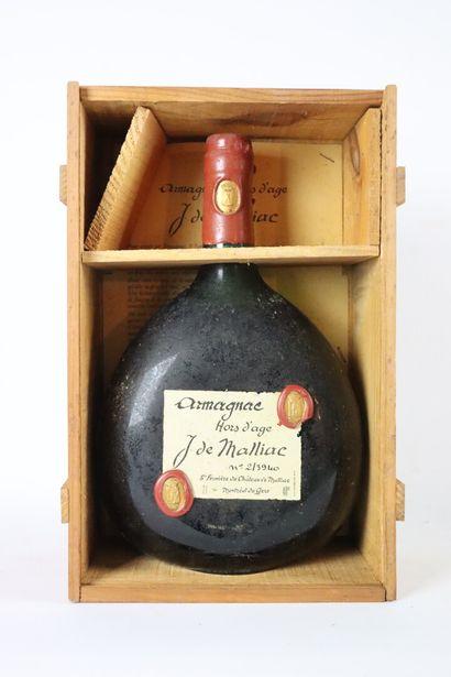 ARMAGNAC, hors d'âge.  J de Maillac.  1 bouteille,...