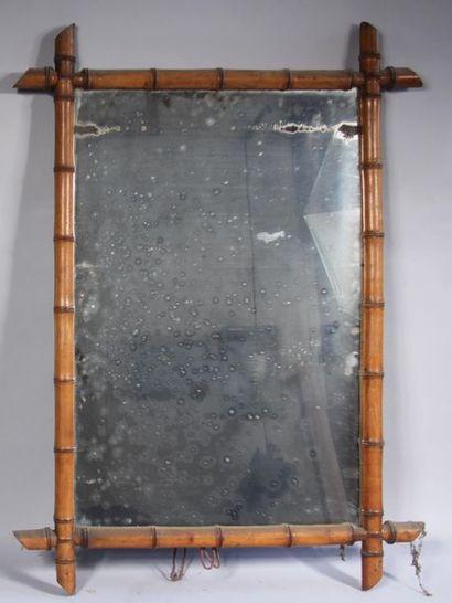 *Glace en bambou 94 x 68 cm.