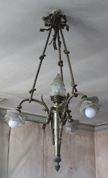 *Suspension en bronze à quatre lumières H...