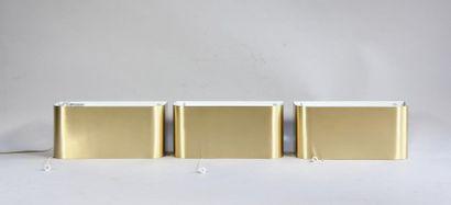*JCE Trois appliques murales en métal brossé...