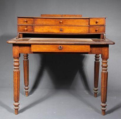 *Bureau à gradin en bois naturel, époque...