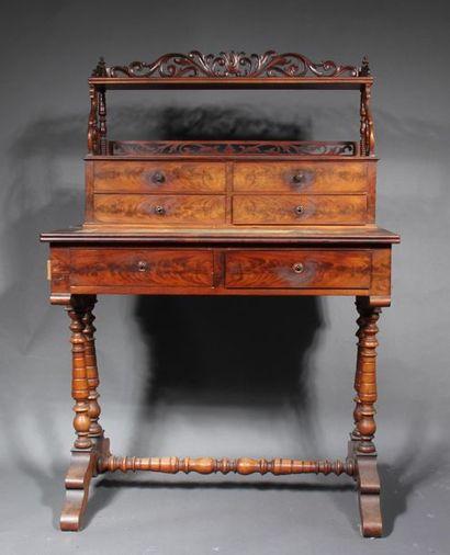 *Bureau à gradin en placage d'acajou, XIXème...