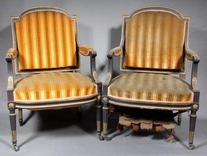 *Paire de fauteuils et paire de chaises à...