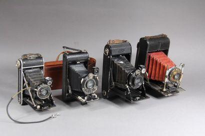 Lot de quatre appareils photo à soufflet...