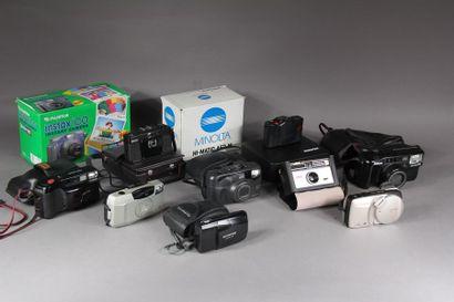 Lot de onze appareils photos : - CANON modèle...
