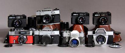 Lot de huit appareils photos soviétiques...