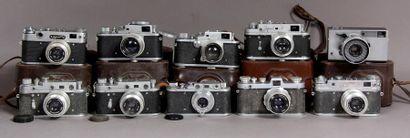 ZORKI Lot de 10 appareils photos soviétiques...