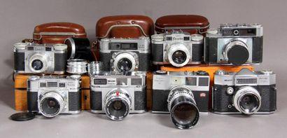 BRAUN Lot de huit appareils photos : - modèle...