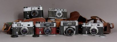 FED Lot de six appareils photos : - modèle...