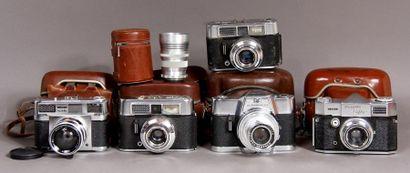 Lot de cinq appareils photos : - VOIGTLANDER...