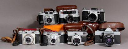 Lot de sept appareils photo : - PENTACO modèle...