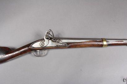 Carabine militaire, platine à silex à corps plat, garniture en laiton, début XIXème...