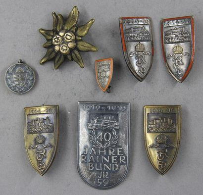 Lot d'insignes militaires du régiment d'infanterie...