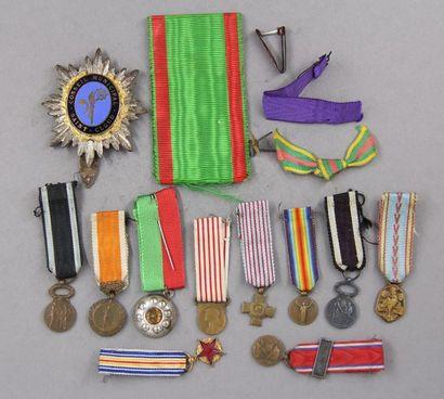 Lot de médailles miniatures et médaille du...