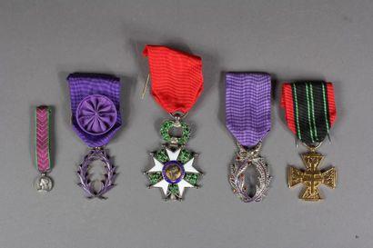 Lot : - Insigne de chevalier de la Légion...
