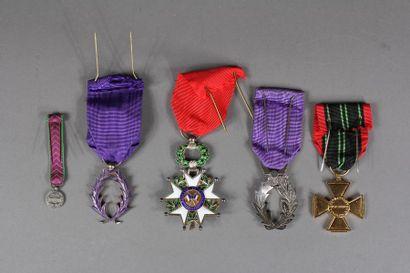 Lot : - Insigne de chevalier de la Légion d'Honneur, IVème République (petit éclat...