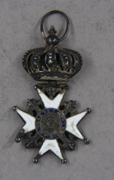 Réduction d'une croix de chevalier de l'ordre...