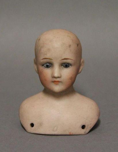 Tête buste de poupée de mode en porcelaine....