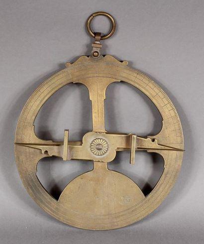 Astrolabe de mer à suspendre en bronze. H....
