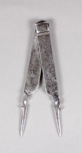 Compas d'épure en fer forgé dont l'axe permettant...
