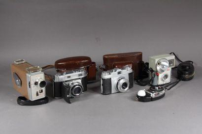 KODAK : - appareil photo modèle Brownie Starluxe....