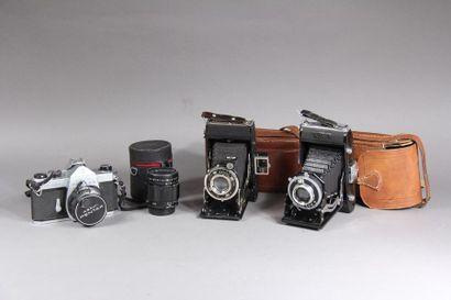 Lot de trois appareils photos : - ASAHI PENTAX...