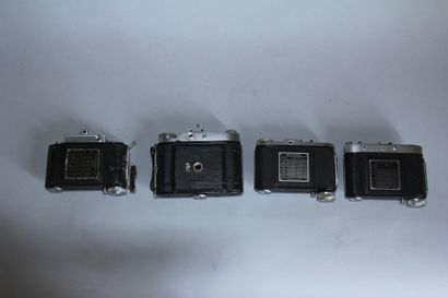 BALDA Lot de 4 appareils photos modèle Super Baldina obj. Compur Zeiss Gena Tessar...