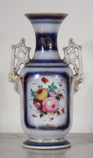 Vase à deux anses en porcelaine blanc-bleu...