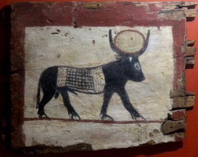 Fragment de cercueil représentant la vache...
