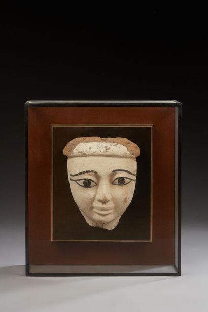 Masque de sarcophage à la carnation beige....
