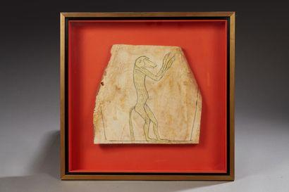 Fragment de cercueil représentant un babouin...