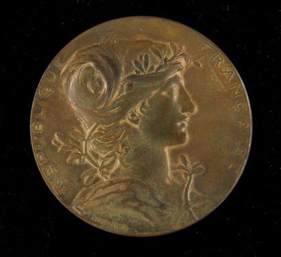 Médaille en bronze patiné Exposition Universelle...