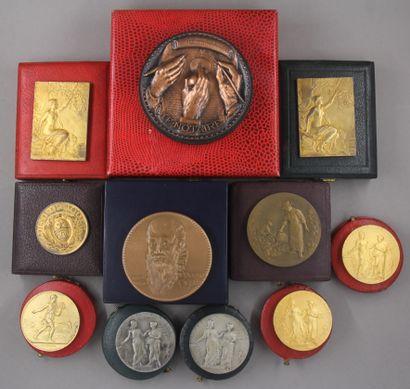 Lot de médailles dans leurs boites dont :...