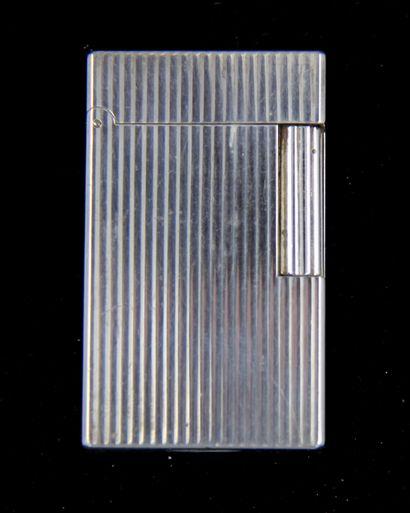 ST DUPONT  Briquet en métal argenté