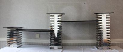 Présentoir modulable en métal chromé ajouré...