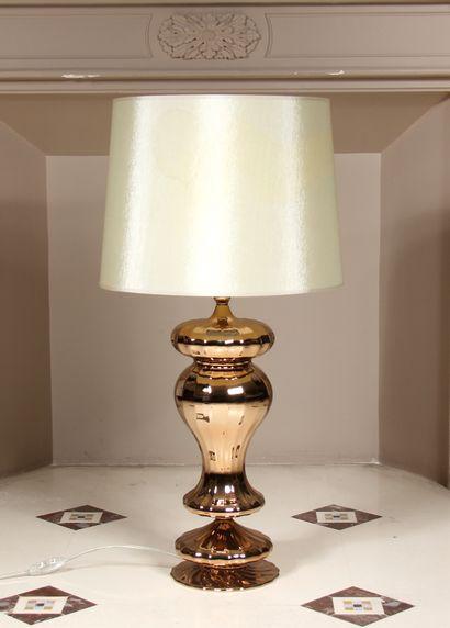 Pied de lampe balustre en métal doré, abat-jour...