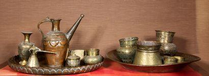 Loot de cuivres d'Afrique du Nord : plateaux,...