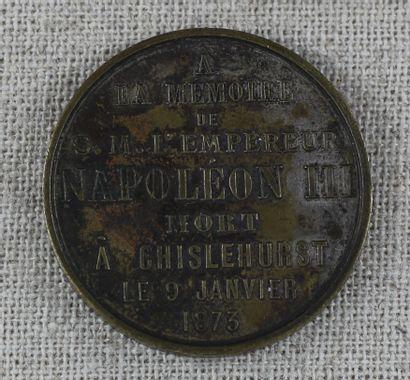 Médaille commémorative en métal argenté : A la mémoire de SM L'empereur Napoléon...